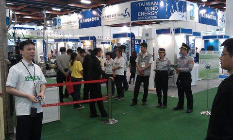 台湾政府が開会式を行っていた為厳重なセキュリティーです。  開幕式有政府官員 所以相當嚴格